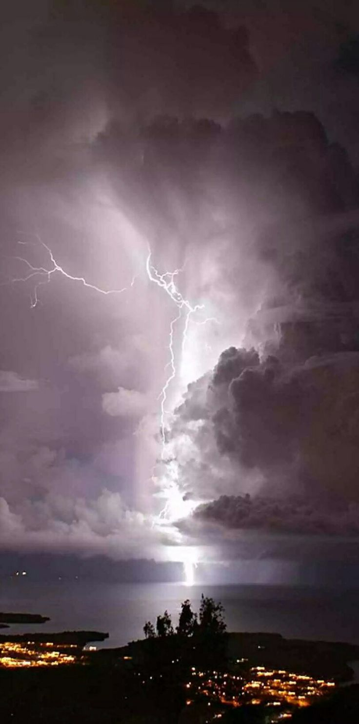 Venezuela's nightly lightning show  Venezuela's Lake Maracaibo sees more lightning than anywhere else on earth. Our writer gets a ringside seat to watch the action