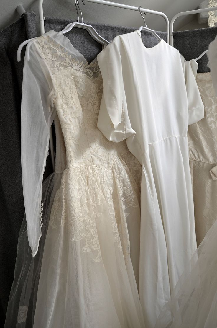Vintage wedding dresses www.mrskvintageweddings.com instagram @mrskvintageweddings