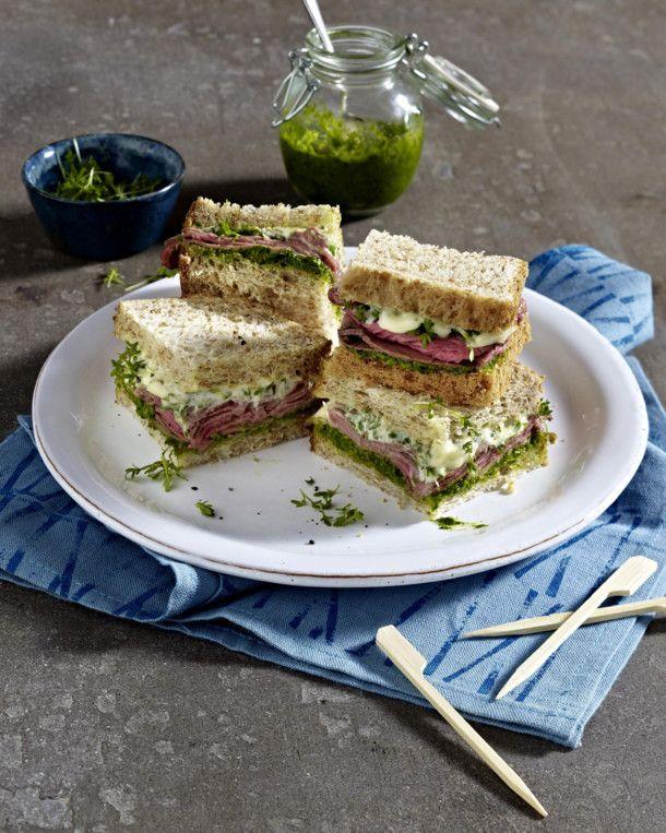 Unser beliebtes Rezept für Roastbeef-Sandwich mit Pesto und Kresse und mehr als 55.000 weitere kostenlose Rezepte auf LECKER.de.