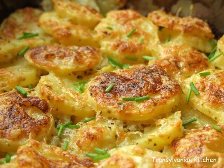 Transylvanian Kitchen: Cartofi cu smântână la cuptor