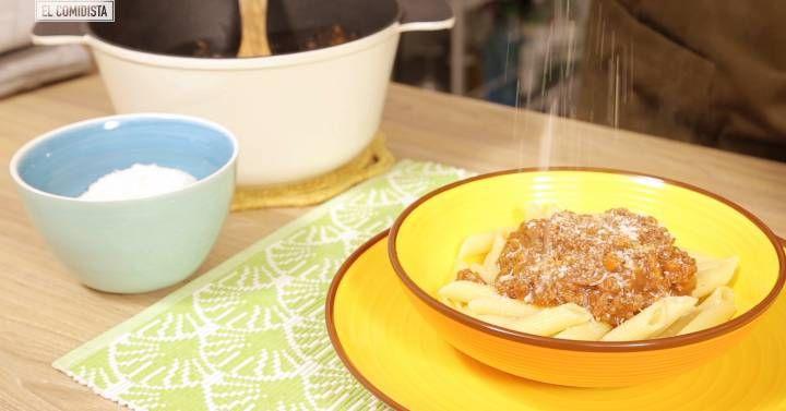 La boloñesa es una de las salsas italianas más degradadas. Cuando pruebes la deliciosa receta original, verás el abismo que la separa de la carne picada con tomate que se suele servir en España.
