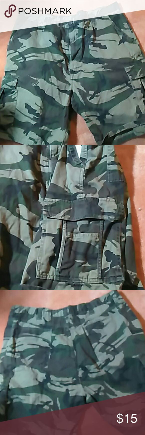 "Size ""42"" Mens camouflage shorts w/pockets Men's shirts, camo size waist 42 Shorts Cargo"