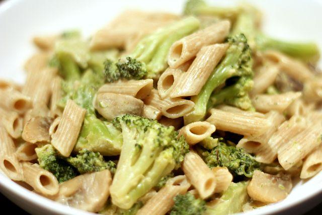 Penne met broccoli, champignons en roomsaus