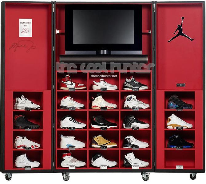 This rendition of the trunk is adopted for safe storage & display of sneakers. Unsure of the official assoc w/ Air Jordan,this trunk incl a Jumpman symbol & autograph of Jordan himself. 23 spots are available w/room for your Air Jordans 2 spare