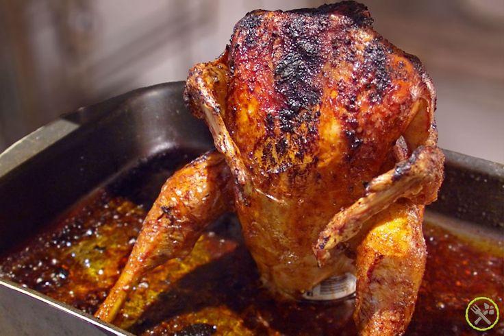 Doordat het vocht binnenin verdampt, hou je de kip super sappig en geef je het ook heel subtiel een extra (zoet) smaakje. Bierblikkip of dude food...