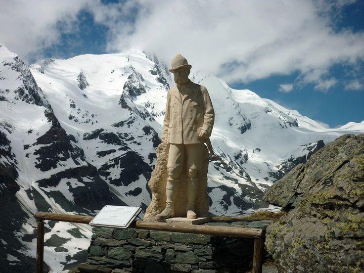 Ferenc József szobra a Glockner lábánál, a róla elnevezett pihenőné