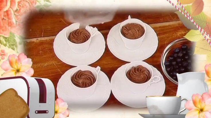 """La ricetta della mousse al cioccolato (la ricetta classica), proposta da Fabio Campoli nel programma di La5 """"A Colazione""""."""