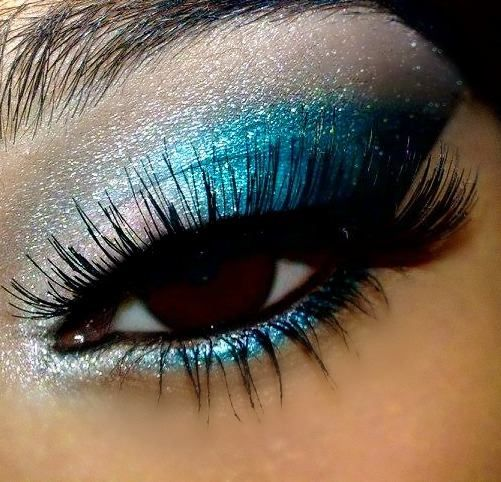 stunning bright turquoise makeup