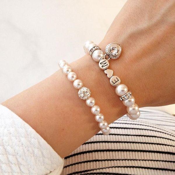 personalisiertes armband mit buchstaben und perlen