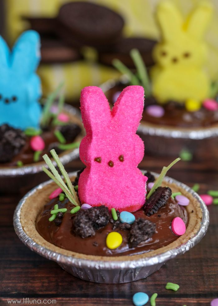 CUTE, QUICK and SIMPLE Mini Easter Pudding Pies - chocolate pudding topped with Oreo crumbs, Easter candy and sprinkles! The perfect treat for the kiddos on Easter!