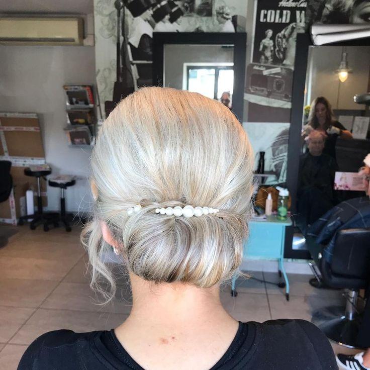 Wir sind besessen von unserer neuen Reihe von Haarspangen. Sie heben wirklich jeden Stil hervor. Schauen Sie sich dieses Stück von Michaela an!