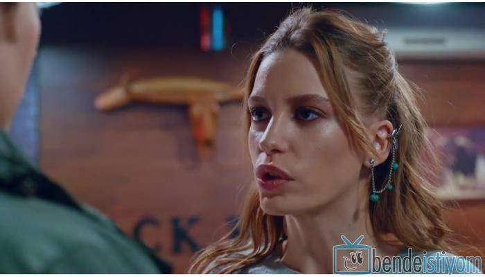 Star TV yayınlanan Medcezir dizisinde Mira Beylice karakterini canlandıran Serenay Sarikaya'nın, 52. bölümünde giydiği turkuaz kırlangıç küpesi