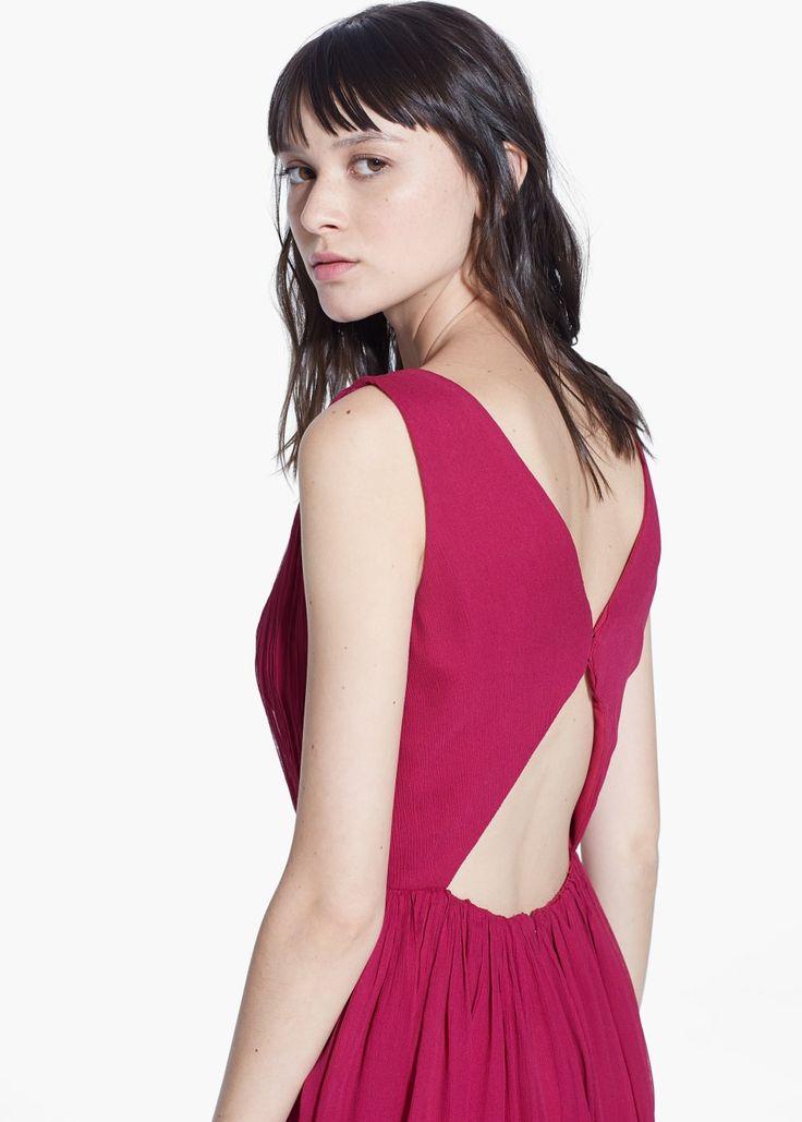 Gesmokte jurk met uitsnijding