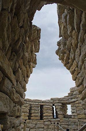 """Nuraghe Su Mulinu - Villanovafranca .  Corridoio d'accesso alla torre """"F"""""""
