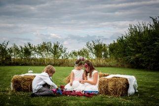 Cand aveti copii la nunta, este bine sa le oferiti un loc doar al lor. Este bine pentru toata lumea! :)