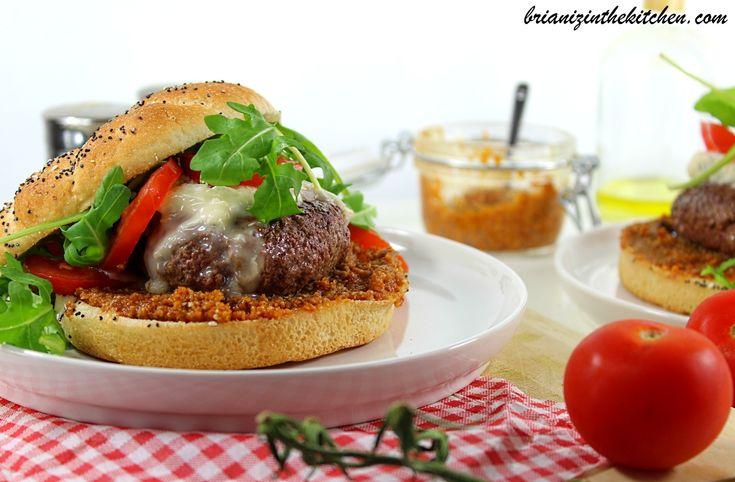 Puisque hier n'était autre que la Journée Internationale du Burger, c'est tout naturellement que je vous propose une nouvelle recette de ce sandwich que j'aime tant! Inutile de vous dire que je ne les compte plus, tant les recettes de burger abondent...