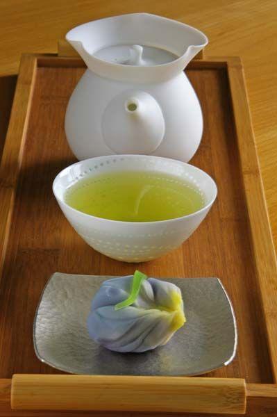 Accidentally #vegan: Japanese #sweets like daifuku or yohkan consist of azuki paste, raw sugar and rice flour.
