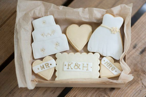 Personalised Bride & Groom cookie Gift Set by NilaHolden on Etsy, £18.00