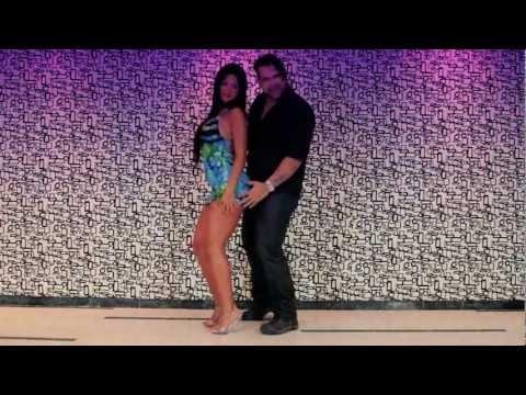 hot colombian music video >> andres anaya, colombia, music, anaya mi negra, el garaje --> http://www.youtube.com/watch?v=wvcZNPhZCdk
