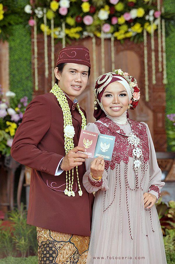 sedang berbahagia ^^ .  Phone & WhatsApp: 0857 0111 1819 . YM & email: foto.ceria@yahoo.com . PIN BB: 2 5 B 3 E 6 8 7 . Facebook: Foto Ceria . LINE & Instagram: fotoceria . Twitter: @Wiebke Haasper Ceria . Website: www.fotoceria.com  . fotoceria prewedding couple wedding pernikahan perkawinan menikah pengantin foto fotografer weddingphotographer Yogyakarta Jogja love happy romantic smile ceria muslim jilbab hijab fotogaya AkadNikah CeriaLovers SharePict