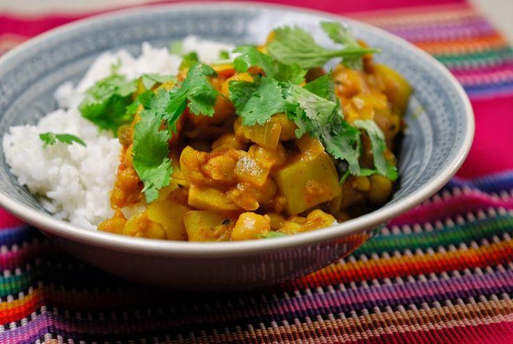 Eerst Koken: Chana Masala (Pakistaanse curry met kikkererwten, aardappel en tomaat)