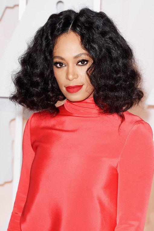 Du tapis rouges des Emmy Awards au dernier clip d'H&M en passant par l'élection Miss America, la tendance des cheveux naturels chez les Afro-Américaines est partout...