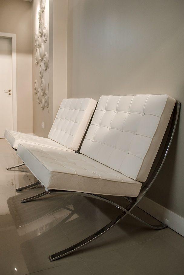 Cadeiras Barcelona - Recepção Clinica de Medicina Estética - Projeto Ambientta Arquitetura - Arqs. Fernanda Fleck e Larissa Bassi - Porto Alegre www.ambientta.com.br