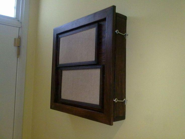 Una estupenda idea para tapar el cuadro eléctrico a partir de madera de palet. ¡Decoración y reciclaje!