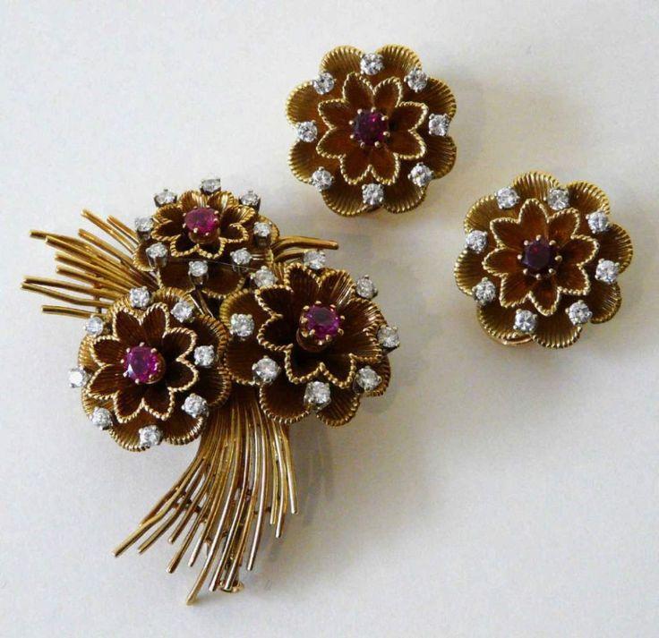 Gold - Brosche und -Ohrclipse mit Rubinen und Brillanten Hochwertige Garnitur, bestehend aus ei — Schmuck, Uhren