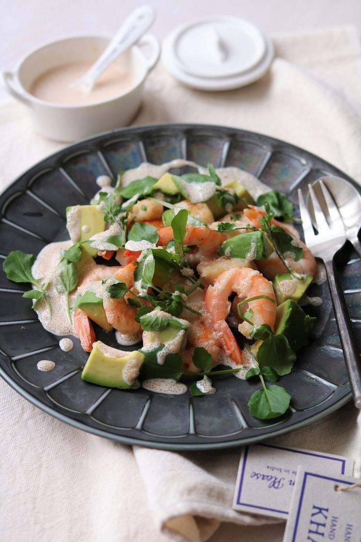 シーフードとアボカドの明太ヨーグルトソース。 by 栁川かおり / ヨーグルトで作る、ちょっと和風な万能ソース。温野菜やお豆腐、お肉などにも合いますが、今回はシーフードサラダに! / Nadia