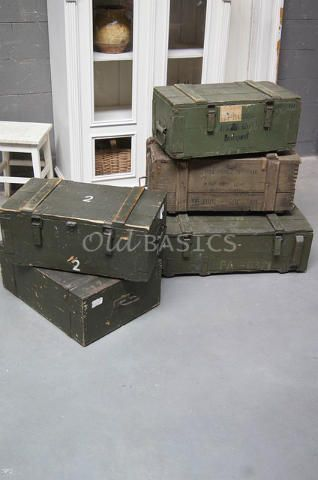 Kisten 80025 - Stoere oude groene kisten. Deze kisten zijn van hout gemaakt en hebben een robuuste uitstraling. Leuk te gebruiken ter decoratie of als opbergmogelijkheid. Ze zijn te verkrijgen in diverse maten, bij een online bestelling graag doorgeven welke maat: S: €49,- L: €55,- XL: €59,-