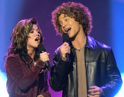 2002 Season 1 Winner- Kelly Clarkson.  Runner up- Justin Guarini