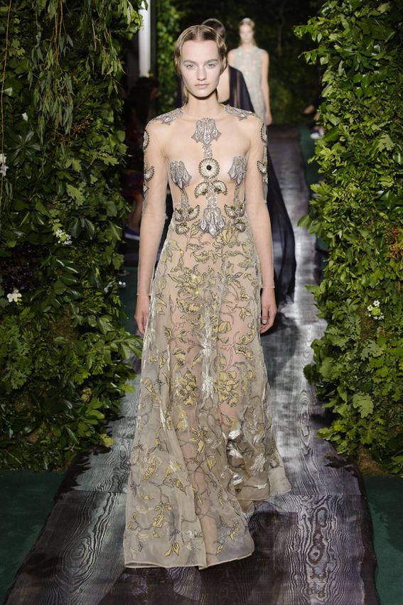 Couture F/W 2014-15 Valentino  See all fashion show at: http://www.bookmoda.com/?p=22026 #hautecouture #fall #winter #FW #2014 #2015 #catwalk #fashionshow #womanswear #woman #fashion #style #look #collection #paris #valentino @valentino