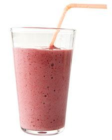 Delicious stawberry smoothie! 1 banana, 2 cups of frozen stawberries, 1 cup of milk (or soy milk), and 2 tablespoons of honey. Easy, fast and yummy!