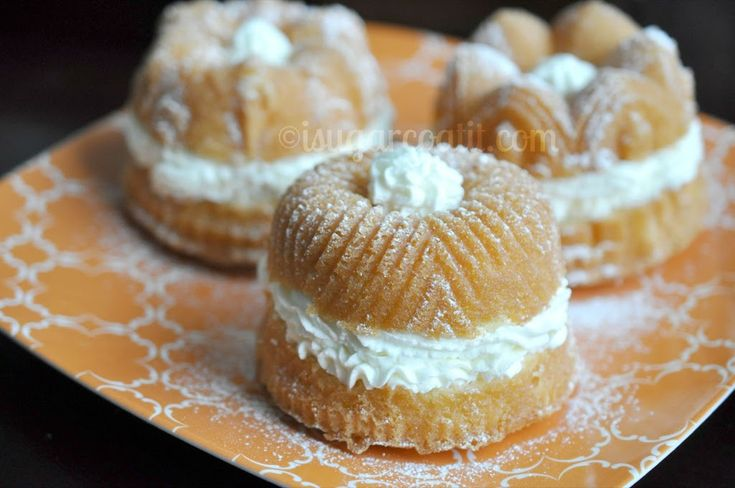 Lemon Myrtle Crème Chantilly Mini Cakes