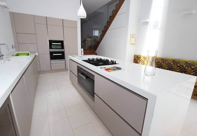 Handleless kitchen island finished in a sleek ultra matt Cashmere kitchen finish. This was the perfect design for a family home's rear extension.