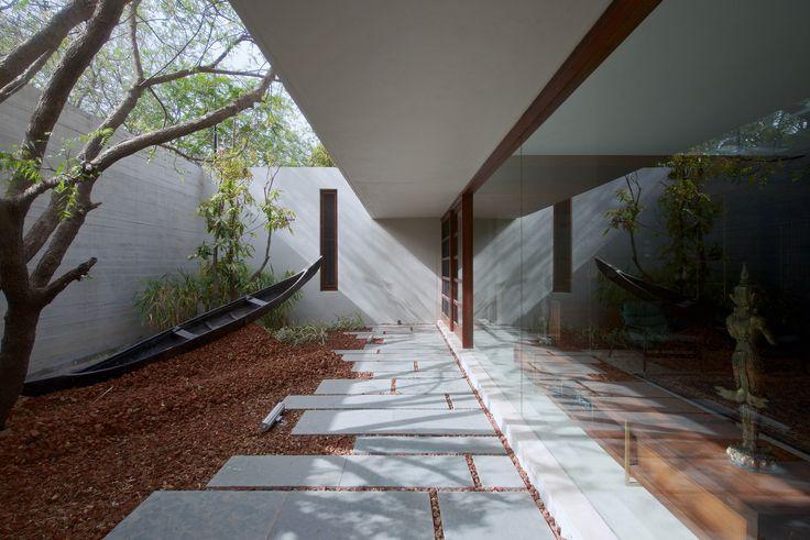 Galeria de Casa DIYA / SPASM Design Architects - 5