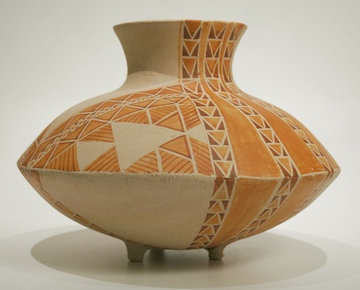 Vase decorated with Aronui Patterns