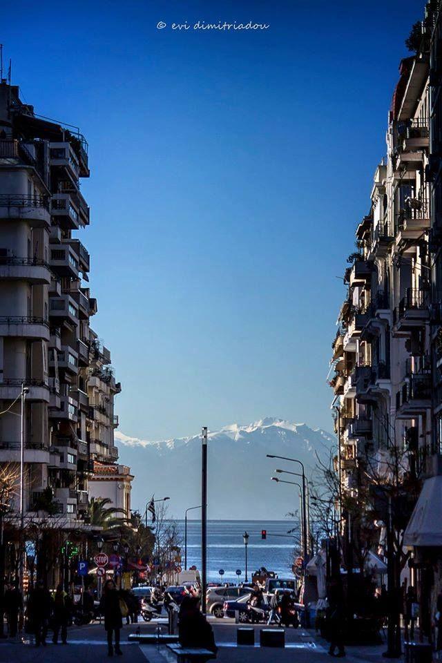 Πλατεία Αγίας Σοφίας Θεσσαλονίκη και ο Όλυμπος απέναντι! Φωτογραφία: Evi Dimitriadou