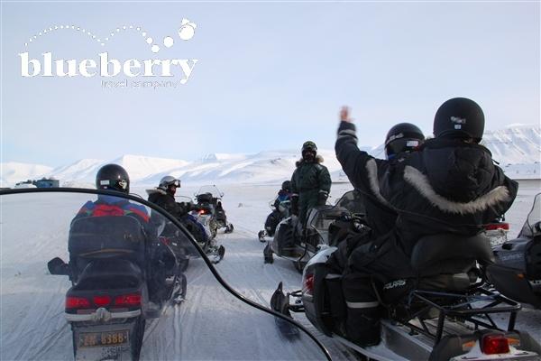 Escursione in motoslitta nel deserto artico
