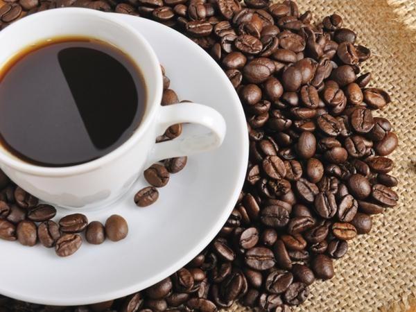 Estudo prova que somos biologicamente programados para derramar café de nossas xícaras