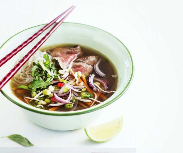 Vietnamese Pho Soup/Vietnamilainen pho-keitto,