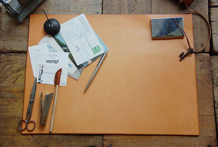HERZ : デスクマット   Sumally (サマリー) デスクマット(IL-100)の手作り革鞄・ハンドメイドレザー「HERZ