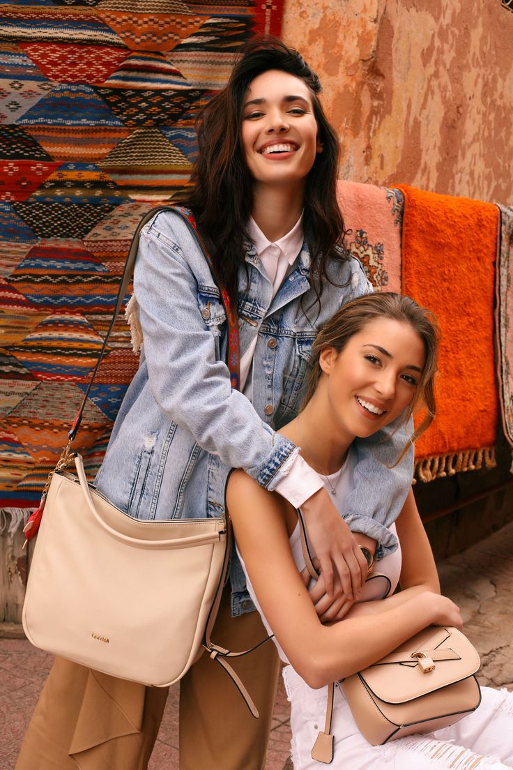 Be vibrant and full of life like #AliceCampello and #AnaMoyaCalzado in Marrakech. Discover the #CarpisaSpringCollection and choose your bag.