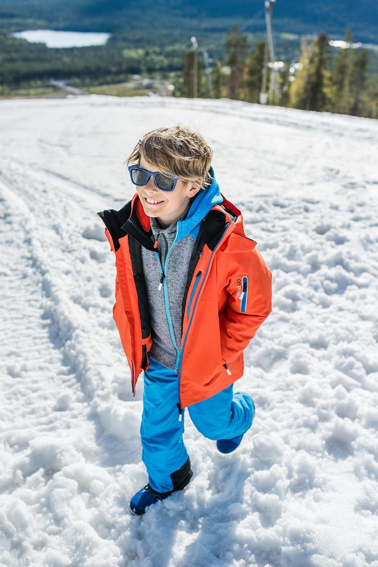 """""""Morgen"""" winter jacket is perfect for skiing: it's waterproof,  it has a snow lock at waist and a skipass pocket on its sleeve making skiing easy."""