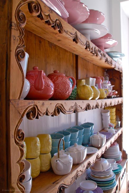 A originalidade e a frescura das peças Bordallo Pinheiro continuam a decorar as mesas dos portugueses...