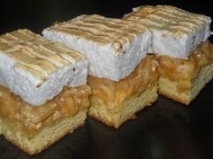 TutiReceptek és hasznos cikkek oldala: Mámorító habos vaníliás almás szelet – add át magad az édes élvezetnek!