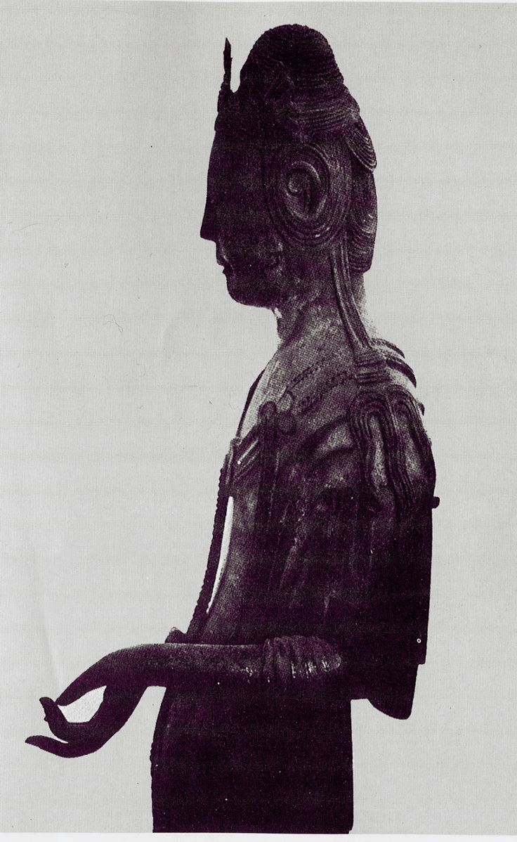 Bodhisattva statue of Horyuji-Kura, left side view, upper part: Wood and lacquer, gilded, medium size, Japan