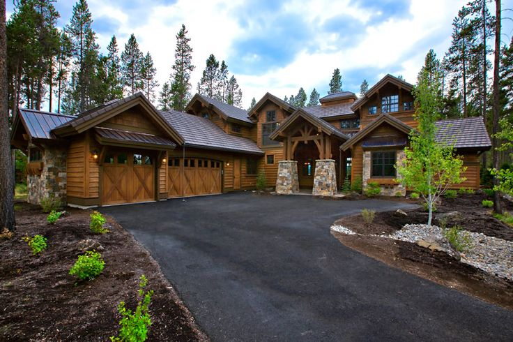 If you have a magnificent view you would like to maximize and have a flair for a luxury rustic design, you'll want to browse the great photographs and floor plans of this new house plan. http://www.thehousedesigners.com/plan/9069/