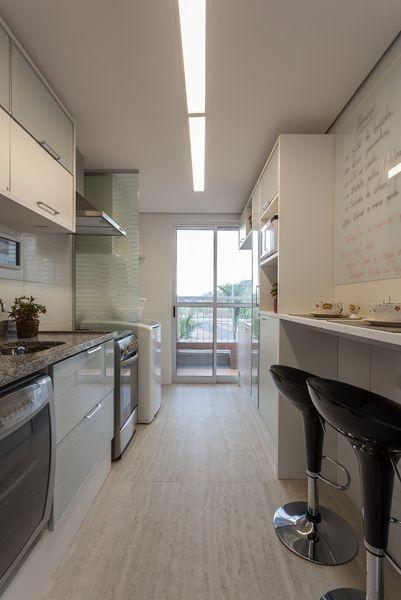 piso vinilico para cozinha com moveis brancos